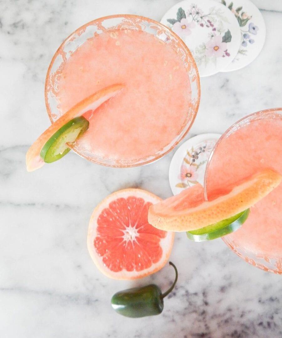 Lav cocktails og drinks med knust is til din fest